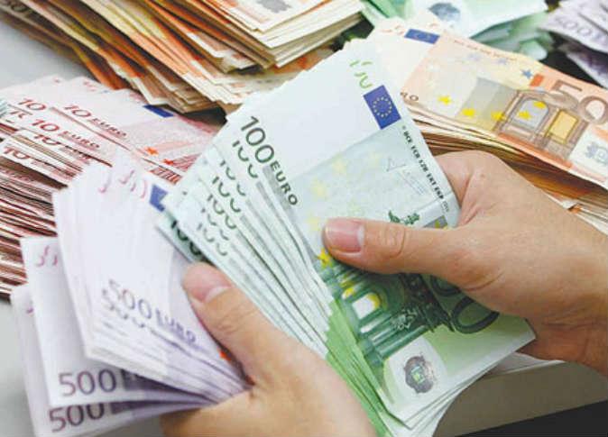 اليورو يرتفع صوب أعلى مستوى منذ نوفمبر بفعل أرقام التضخم