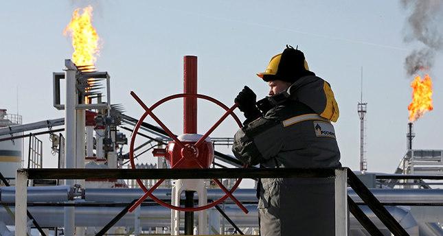 روسيا تقترب من الالتزام الكامل بتخفيضات إنتاج النفط