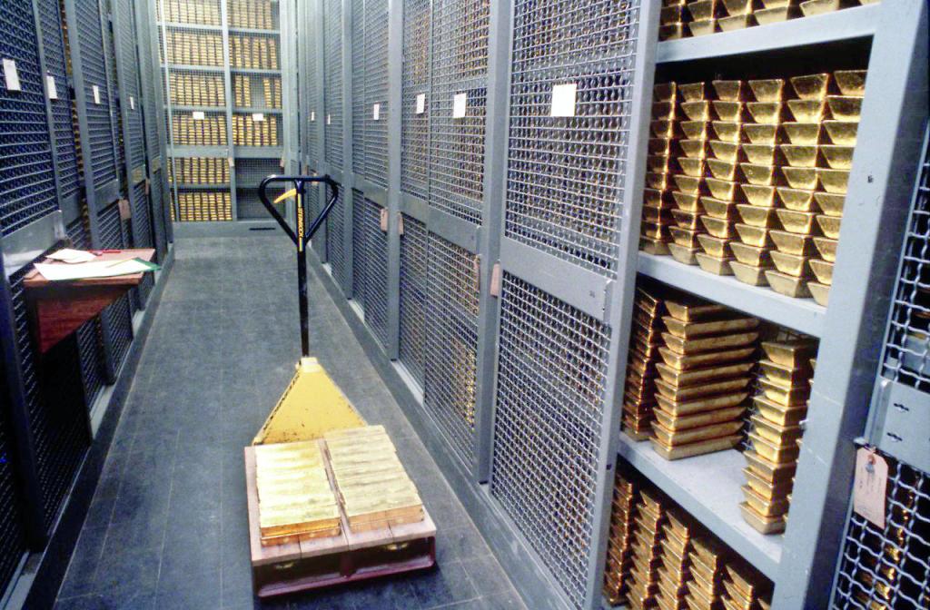 الذهب يواصل مسيرة التراجع تحت ضغط الدولار .. فقد 40 دولارا في 9 أيام   صحيفة الاقتصادية