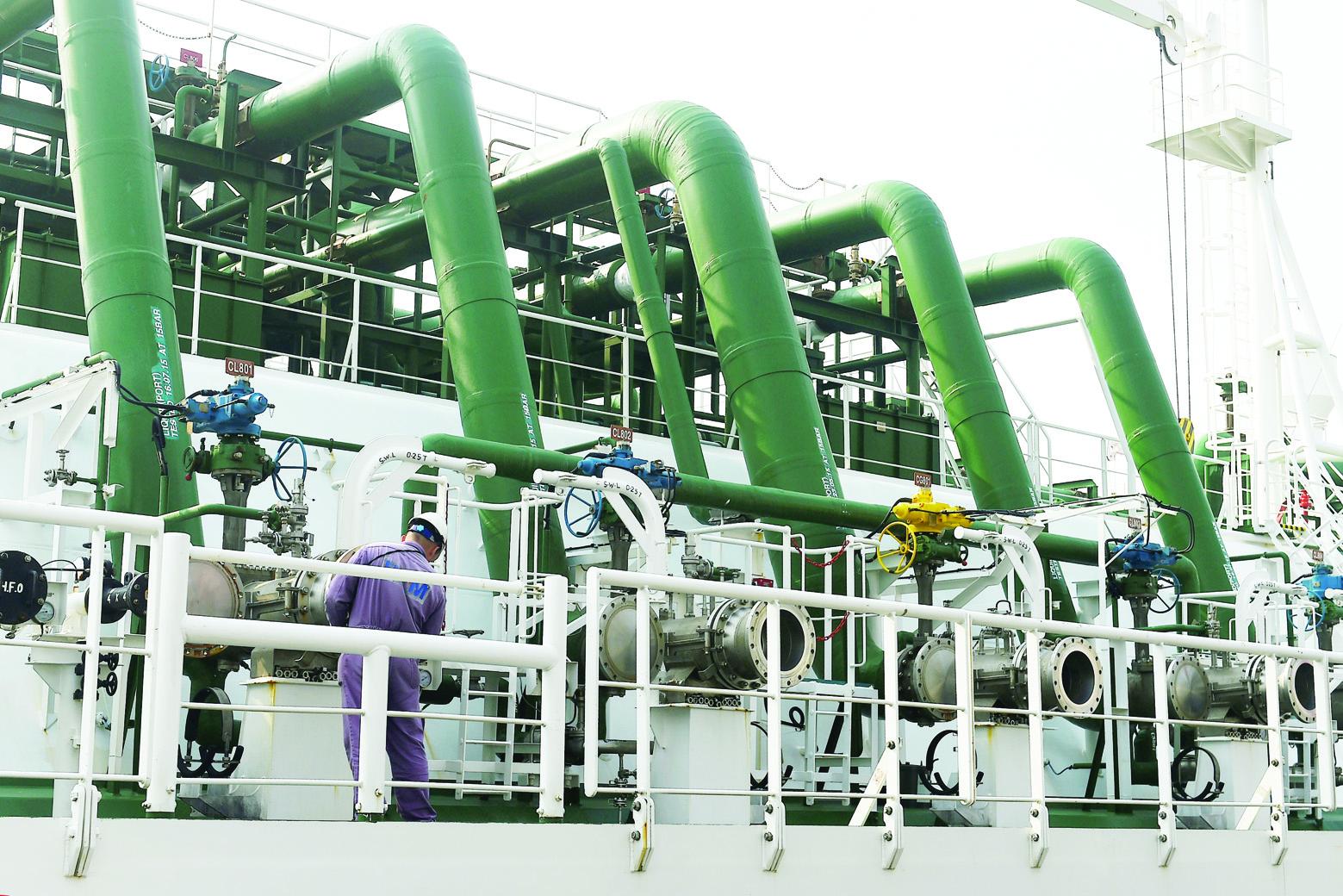 مختصون دوليون لـ الاقتصادية : سياسة السعودية  مثلى  لتجنيب السوق النفطية أية صدمات   صحيفة الاقتصادية