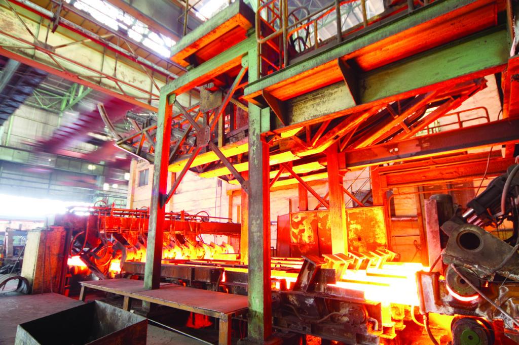 إصدار 89 رخصة لتصدير الحديد والأسمنت .. و6 طلبات قيد الدراسة