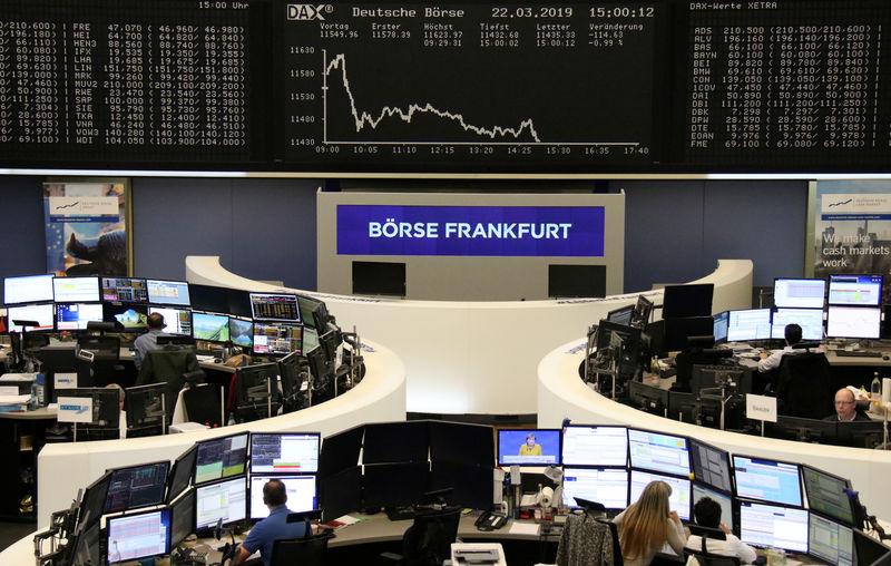 الأسهم الأوروبية تسجل أكبر خسارة أسبوعية هذا العام style=