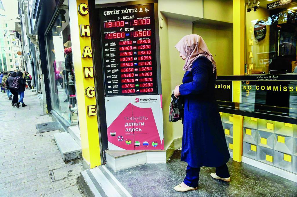 الليرة التركية تهوي 6.8 % .. وتكلفة التأمين على الديون تقفز لأعلى مستوى في 4 أشهر style=