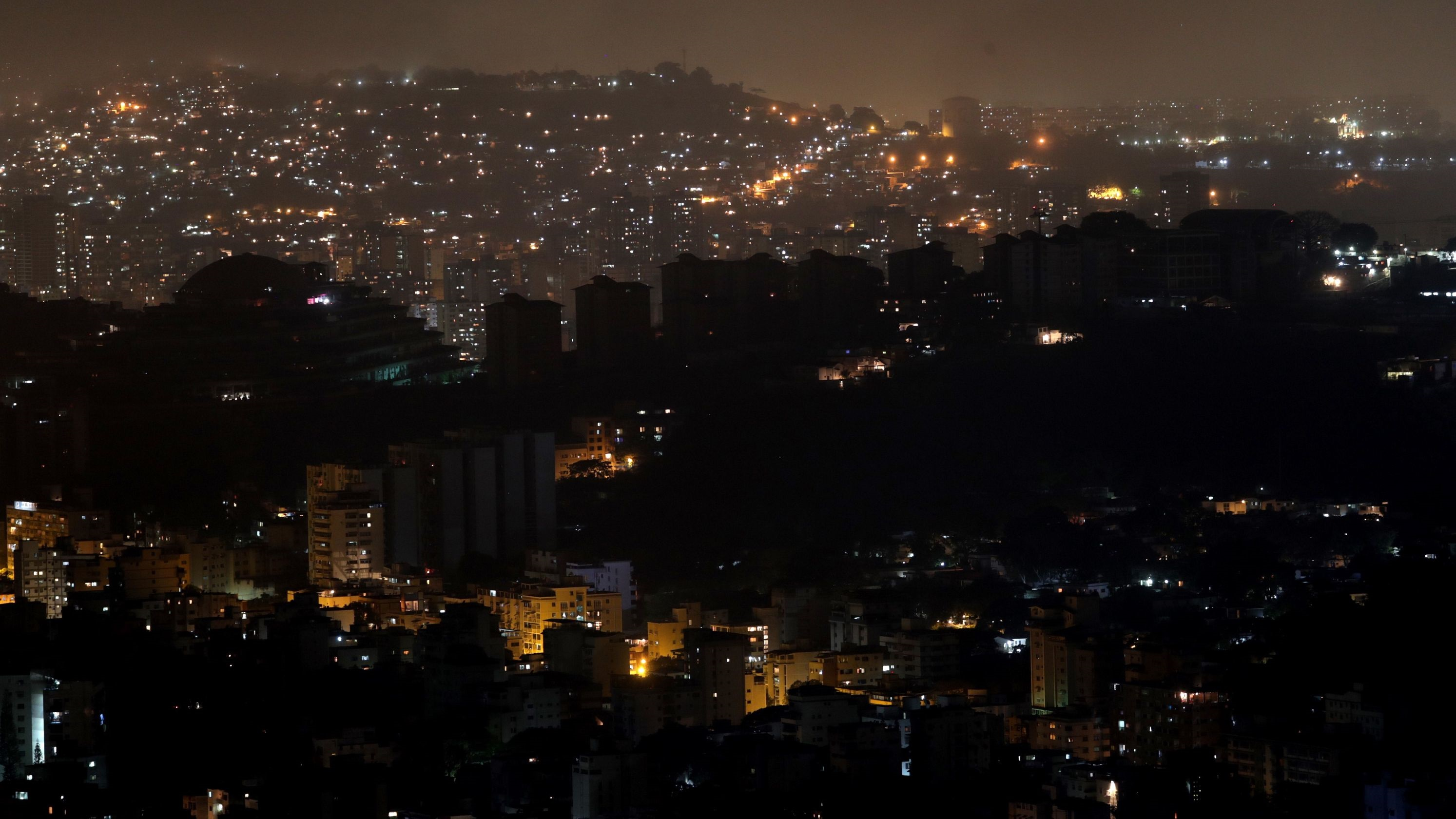 انقطاع الكهرباء مجددا عن مناطق واسعة في فنزويلا   صحيفة الاقتصادية