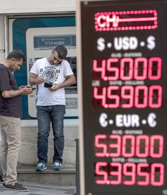 محللون لـ  الاقتصادية : الدولار يتسيد أمام اليورو عبر زيادة الطلب والتجارة الدولية    صحيفة الاقتصادية