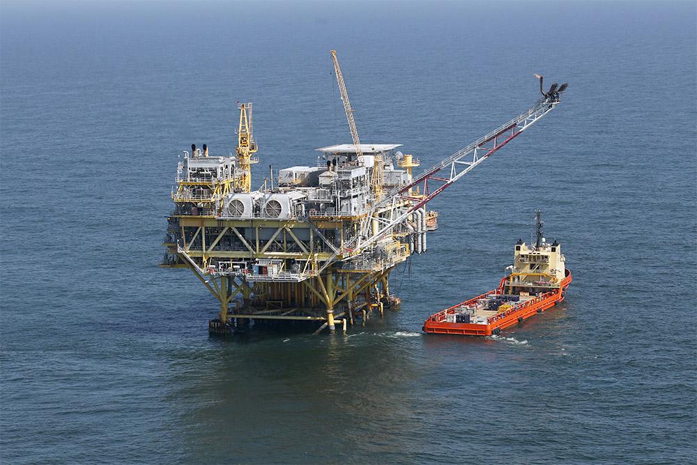 """بدء استئناف إنتاج النفط والغاز الأمريكي بخليج المكسيك بعد العاصفة """"باري"""""""