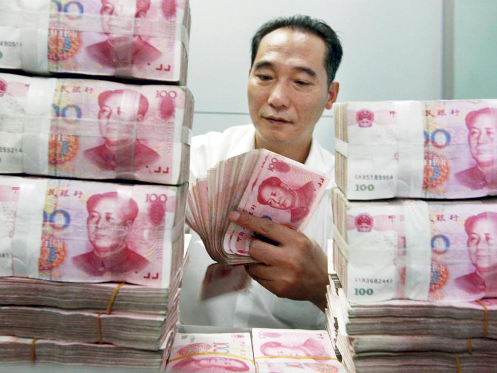 909654d2a أظهرت بيانات للبنك المركزي الصيني أمس، أن احتياطيات البلاد من النقد الأجنبي  ارتفعت 18.23 مليار دولار في حزيران (يونيو) الماضي إلى 3.119 تريليون دولار.
