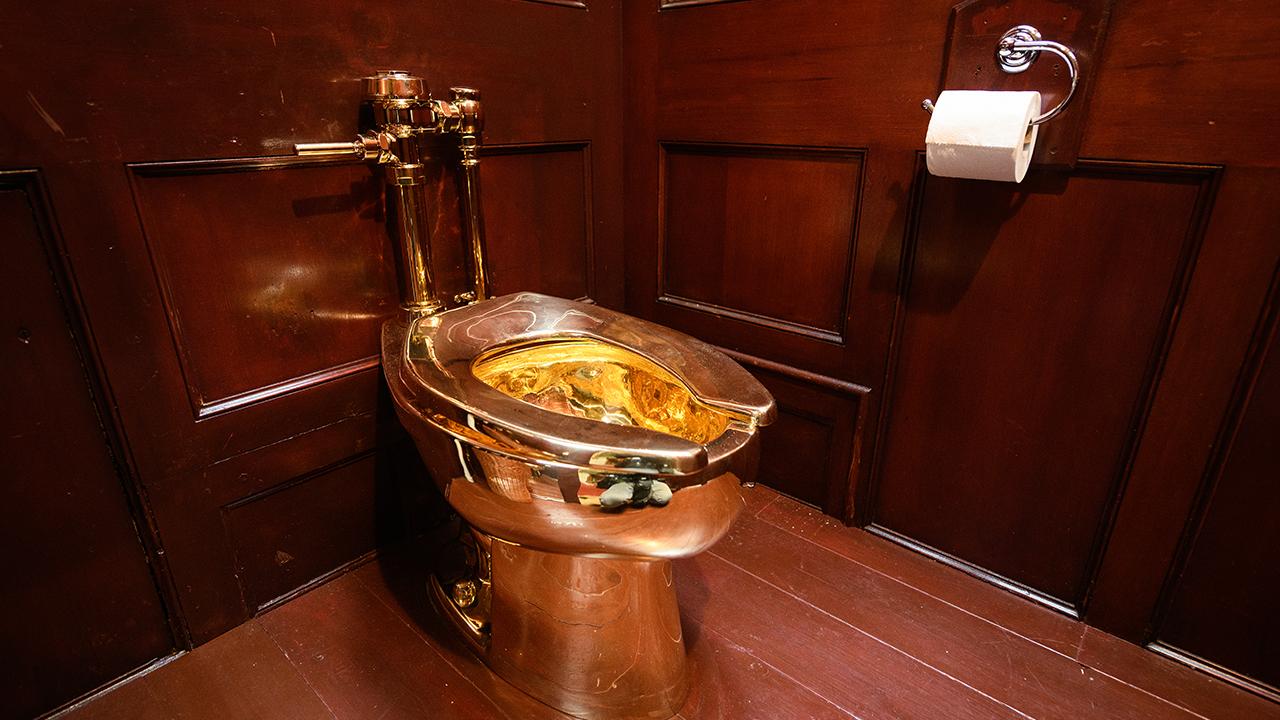 نتيجة بحث الصور عن مرحاض ذهبي