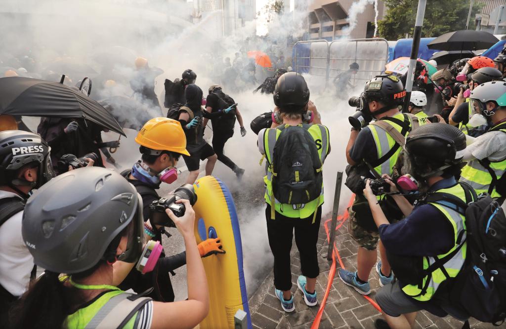 الاضطرابات المستمرة تعصف بالقطاع السياحي في هونج كونج