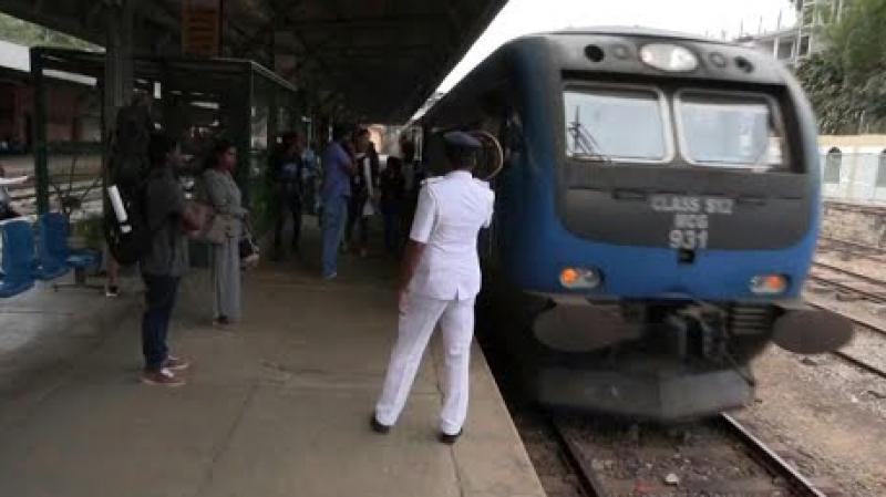 قطارات مجانية سريلانكا لتفادي أموال 1293511-1026617336.j