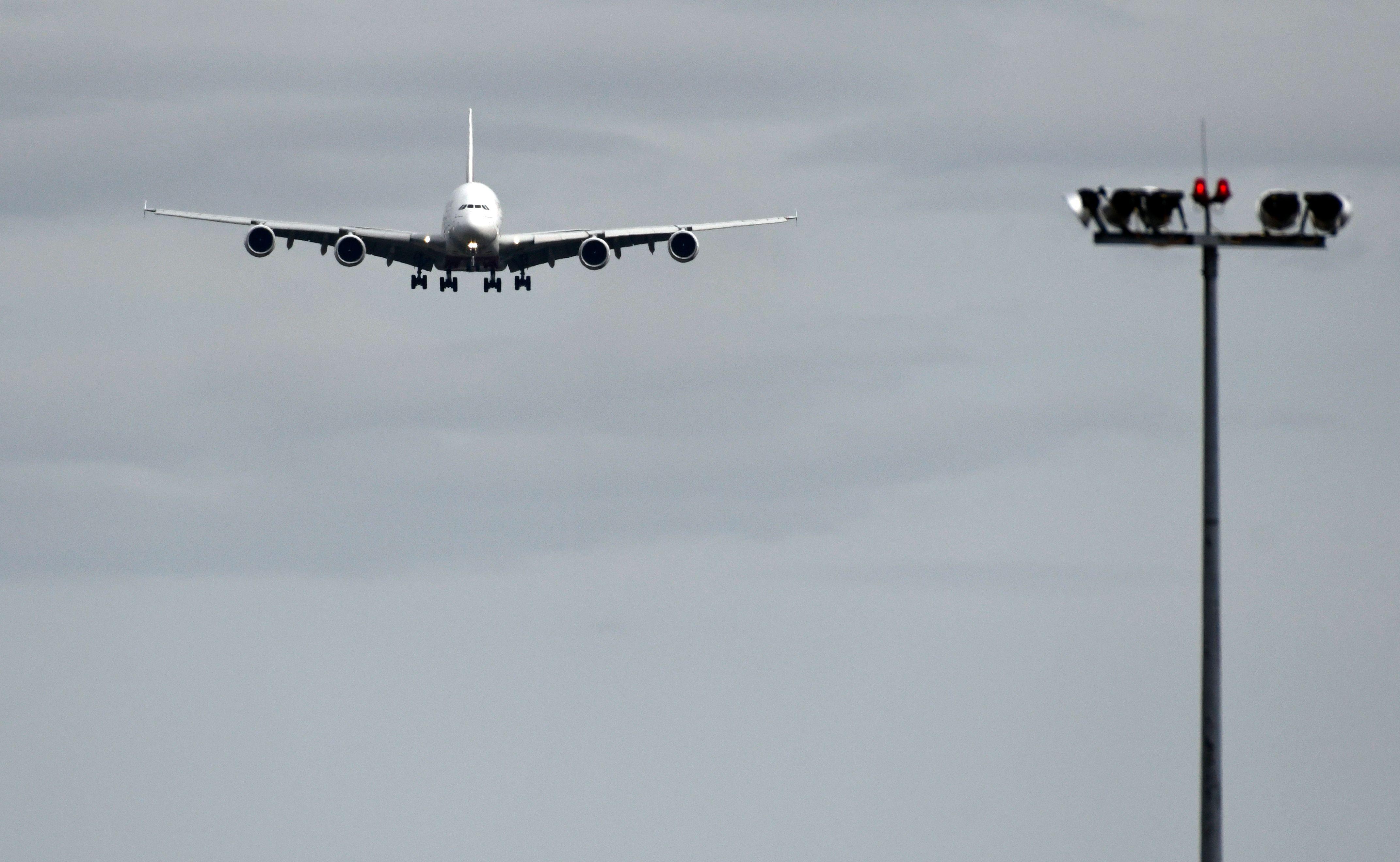 أزمة تخمة وقود الطائرات انهيار 1294026-1368791278.j