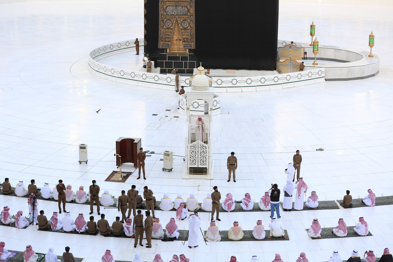 بثتها وكالة الأنباء الفرنسية لصلاة 1387666-2039508913.j