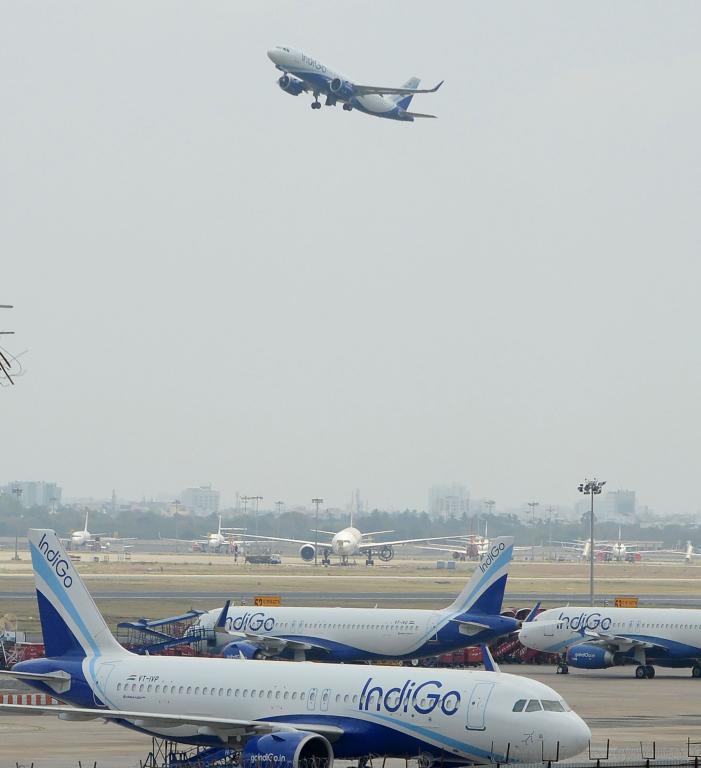الطائرات تعود للتحليق سماء الهند 1387901-572169479.jp