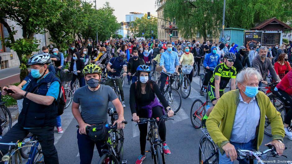 حملة عالمية الدراجات مكافحات الجائحة 1387971-1209131421.j