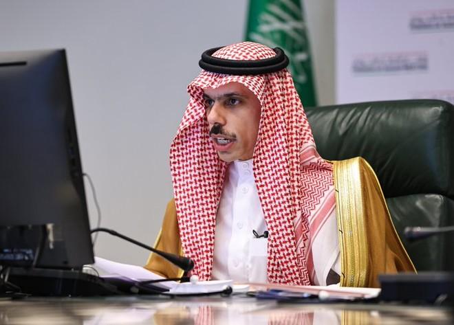 وزير الخارجية لنظيره الفلسطيني : ندين ممارسات الاحتلال .. وندعو لحل شامل وعادل