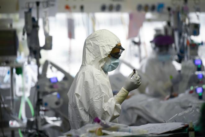 فيروس كورونا حول العالم .. 5.7 مليار جرعة و 4.6 مليون وفاة