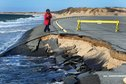 البحر المتوسط  يقضم  مناطق ساحلية ويهدد مصير كثيرين بسبب تغير المناخ