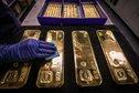 الذهب يرتفع مع انخفاض الدولار والعوائد الأمريكية