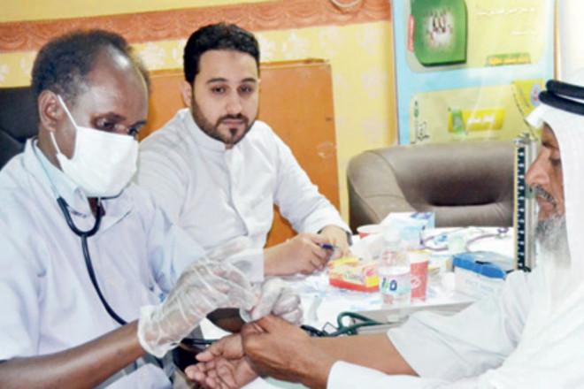 بتكلفة تقارب 200 ألف .. قافلة زمزم الطبية تداوي سكان الخرمة