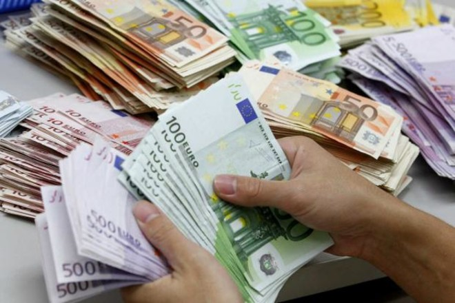 اليورو يتجه صوب أكبر انخفاض أسبوعي في 3 أسابيع مع انخفاض عوائد السندات