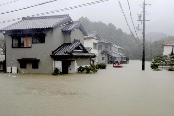 """الإعصار """"هاغيبيس"""" يضرب اليابان مخلفا قتيلين"""