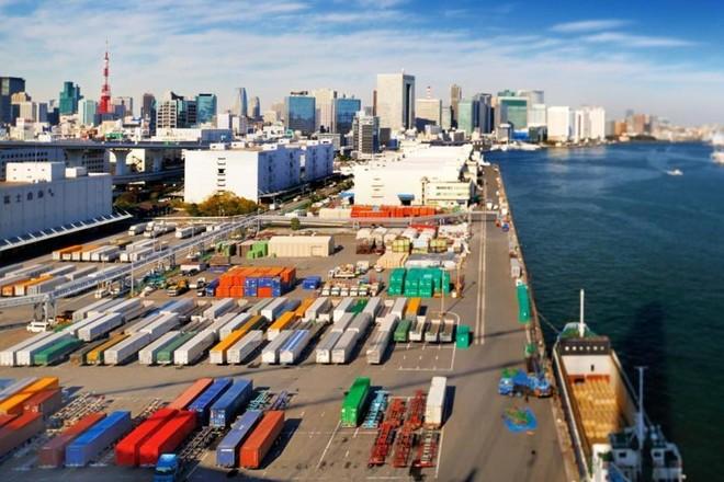 الصادرات اليابانية تتراجع للشهر العاشر على التوالي