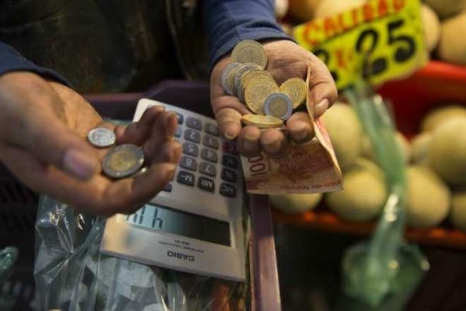 المكسيك تسعى إلى تحفيز الإنفاق بعد انكماش الاقتصاد