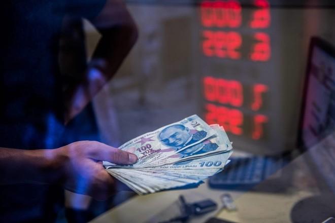 الليرة التركية تهبط إلى 6.052 مقابل الدولار.. أدنى مستوى منذ مايو