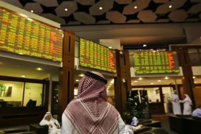 تراجع بورصات الخليج الرئيسية مقتفية أثر النفط والأسهم العالمية
