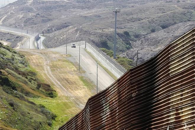 المحكمة العليا الأمريكية ترفض منع بناء جدار ترمب الحدودي مع المكسيك