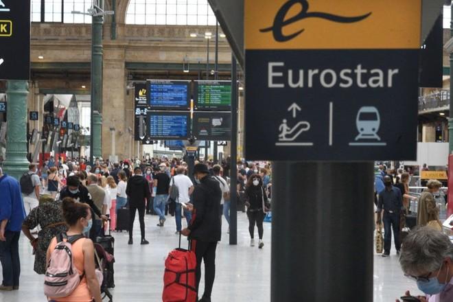 تزاحم السائحين البريطانيين للعودة من فرنسا وسط تدابير كورونا