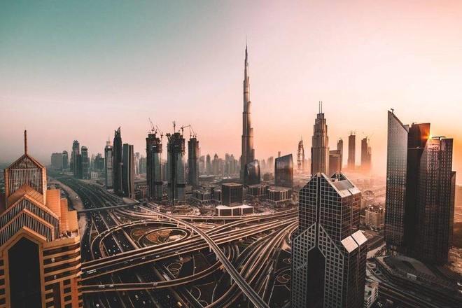 دبي تعود لأسواق الدين العام بعد غياب 6 سنوات وتجمع ملياري دولار