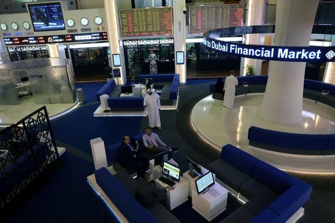 دبي تقود مكاسب الأسواق في الخليج مع صعود أسهم الشركات المالية