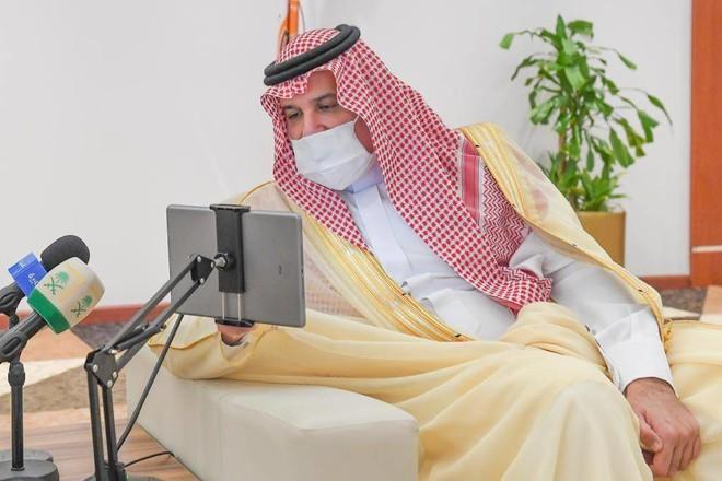 أمير المدينة المنورة يدشن حزمة من المشاريع التنموية في ينبع