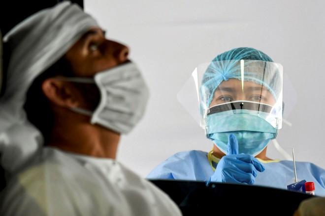 5 وفيات و1121 إصابة جديدة بفيروس كورونا في الإمارات