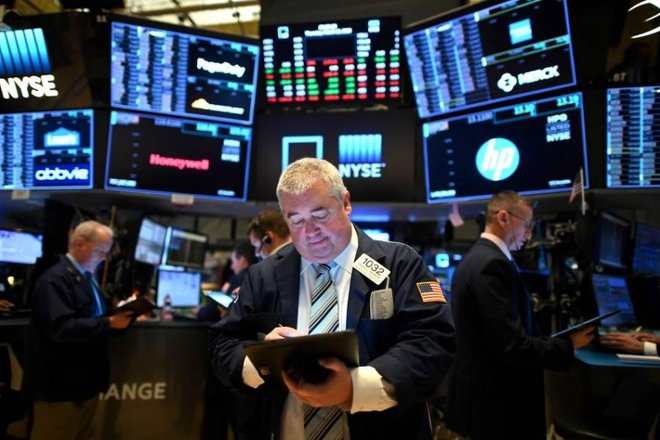الأسهم الأمريكية ترتفع رغم بيانات قاتمة للنمو والبطالة
