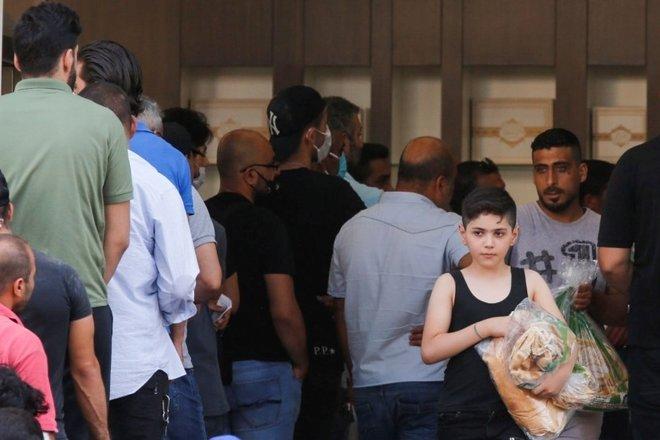 لبنان يرفع أسعار الخبز 20 % .. أزمة معيشية خانقة وانهيار اقتصادي حاد