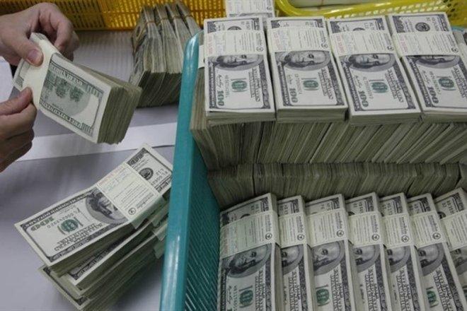 قفزة في العوائد ترفع الدولار بعد ترنحه عقب تصريحات المركزي الأمريكي