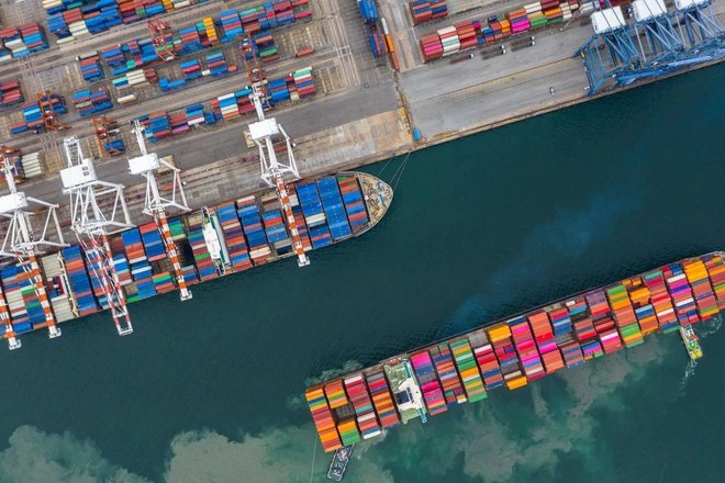 عجز ميزان المعاملات الجارية الأمريكي يقفز لقمة 12 عاما في 2020