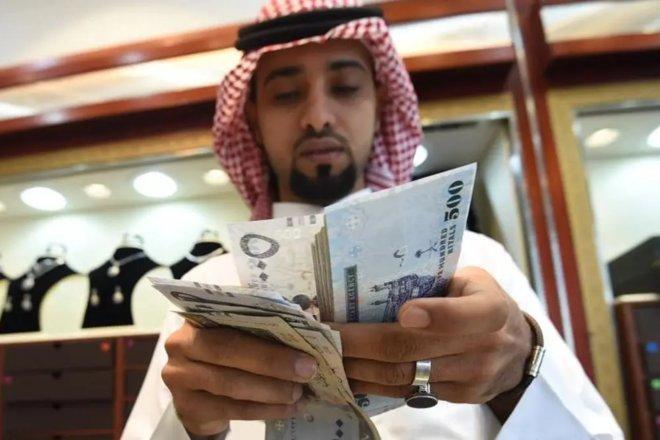 """الرياض تستحوذ على ثلث إنفاق المستهلكين الأسبوعي.. قطاع """"الفنادق"""" الأكثر نموا"""