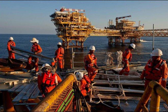 محللون: المعروض النفطي يواجه ضغوطا انكماشية .. قرارات «أوبك+» تعزز مكاسب الأسواق