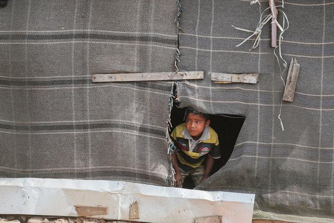 طفل لاجئ من الروهينجا في مخيم مؤقت في ولاية جامو الهندية
