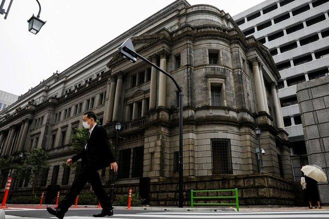البنك المركزي الياباني يخفض توقعاته للتضخم.. أبعد بكثير عن المستهدف