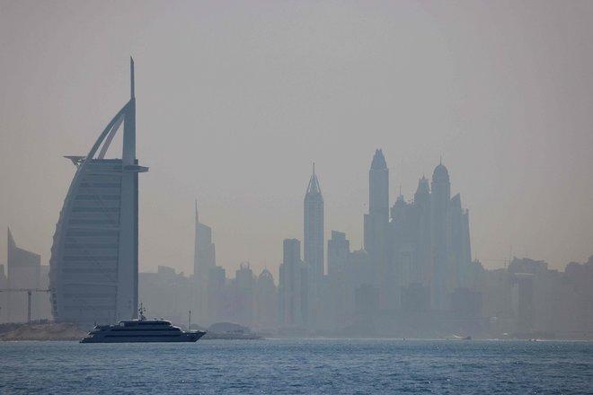 اليخوت الفخمة في مياه دبي ملاذ الهاربين من قيود كورونا في البر