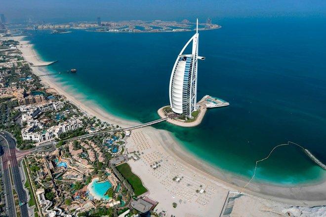 المركزي الإماراتي يتوقع نمو الناتج المحلي 2.4% بفعل تعافي البلاد من قيود الجائحة