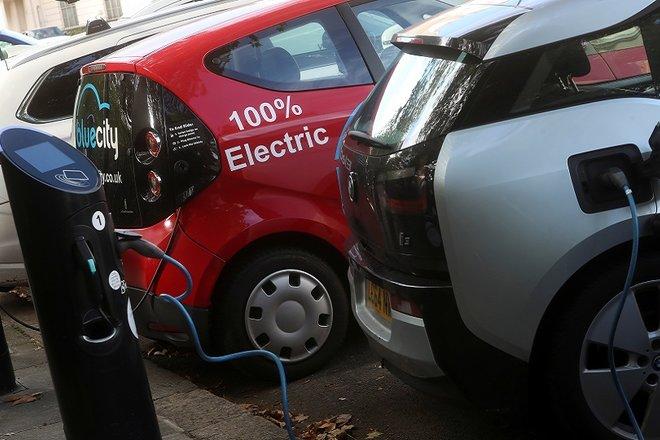 إيطاليا تدرس حظر جميع سيارات الديزل والبنزين