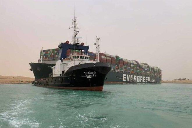 قناة السويس : التوصل لاتفاق مبدئي مع مالك السفينة الجانحة