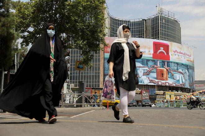 إيران تفرض إجراءات إغلاق في طهران بعد ارتفاع الوفيات بفيروس كورونا