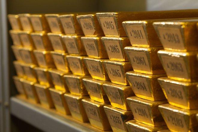 أسعار الذهب قرب أدنى مستوى في أكثر من أسبوع