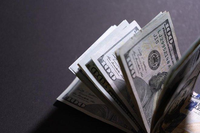 """الدولار عند أعلى مستوى في 4 أشهر مقابل اليورو و""""بيتكوين """" تتراجع 1.4%"""